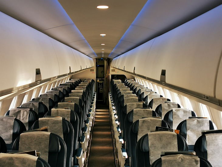 Салон Embraer 190-E2