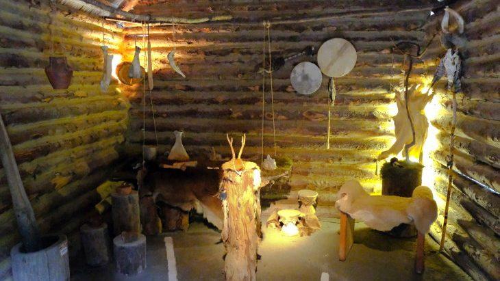 В жилище эпохи Этци