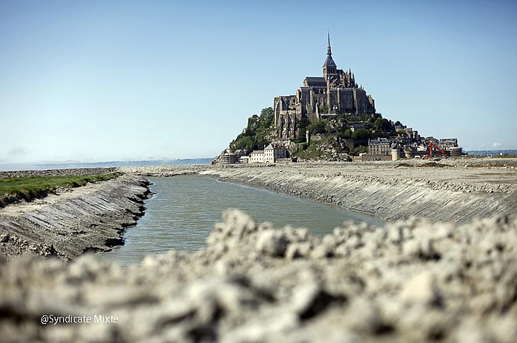 Возвращение моря к Мон Сен-Мишель