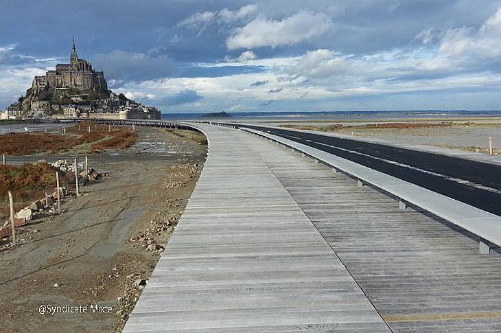 Мост к аббаству Мон Сен-Мишель