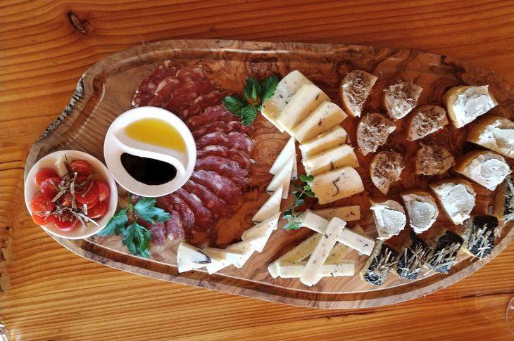 Сыр и колбаса с трюфелями
