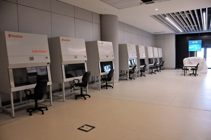 Лаборатория по отбору проб в аэропорту Стамбул