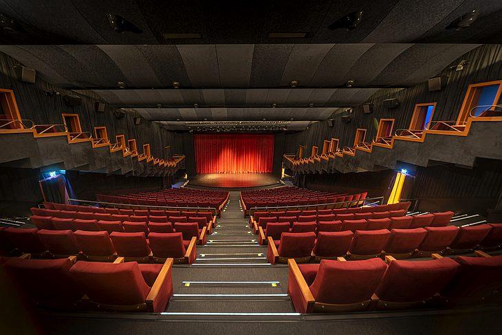 Обновленный кинотеатр «Атлас» и Музей кинематографа открылись в Стамбуле